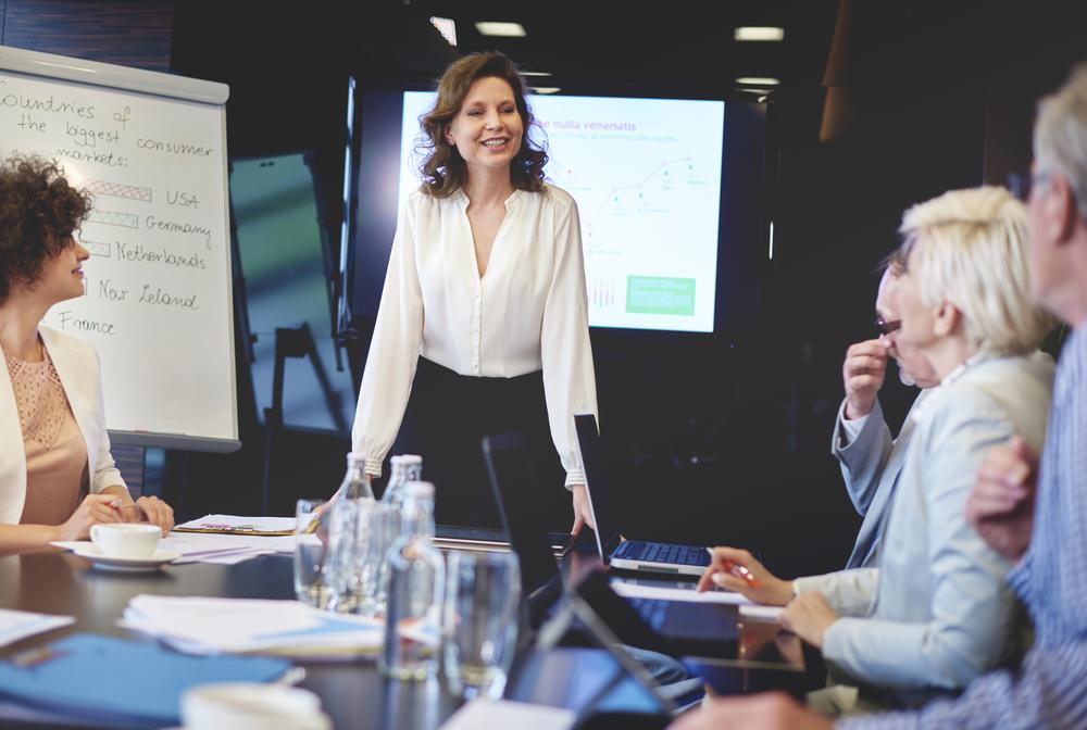 Mujer en reunión