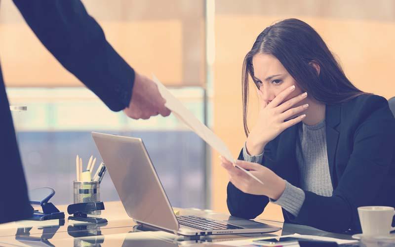 Mujer despedida sin justa causa