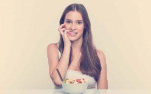 mujer sintiendo ansiedad por comer