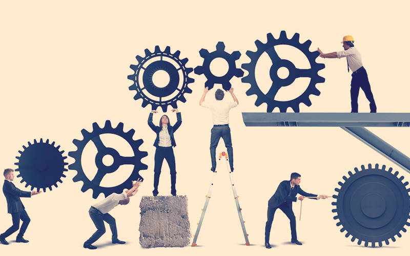 Personas trabajando en cada proceso de la empresa