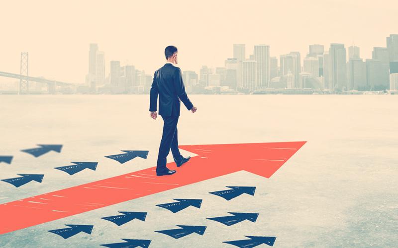 Hombre en camino al liderazgo