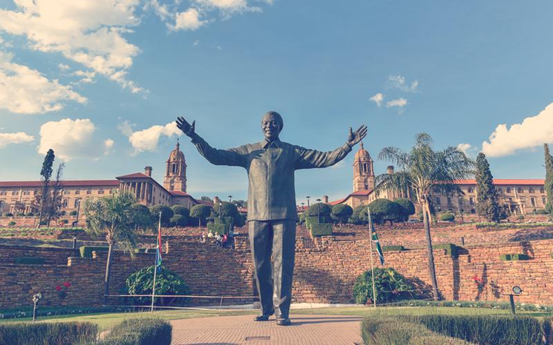Estatua de Nelson Mandela en Sudafrica