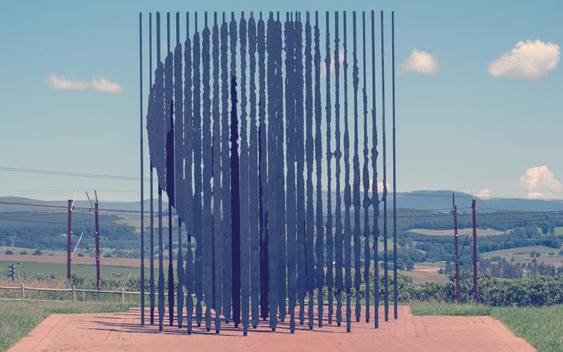 Escultura de metal de Metal de Marco Cianfanelli, retratando Nelson Mandela