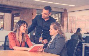 Afiliada a Compensar realiza proceso en la Agencia de Empleo y Emprendimiento de Compensar