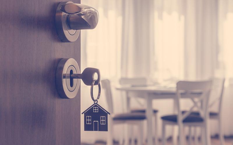 . Manecilla de la puerta con llave y llave en forma de casero