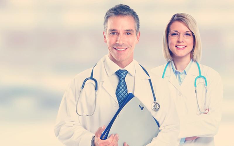 Médicos sonriendo