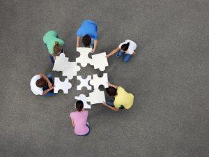 personas intercambiando ideas