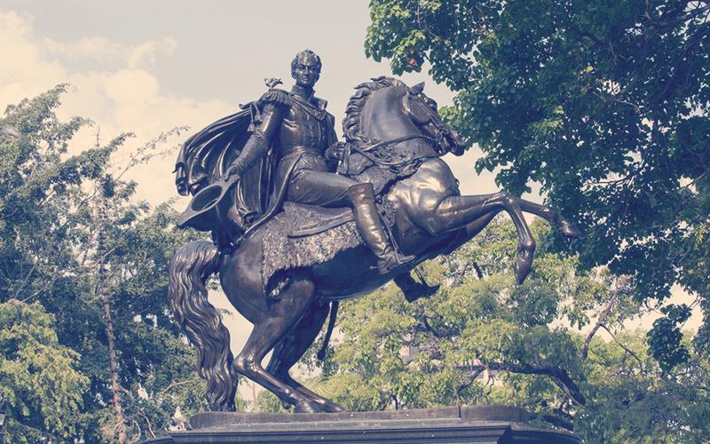Estatua de Simón Bolívar en Caracas