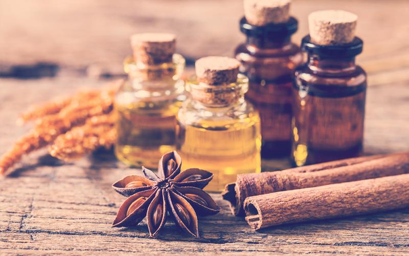 Aceites esenciales para dar masajes y relajarse con sus aromas