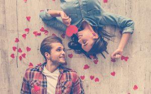 Pareja celebrando el día del amor y la amistad