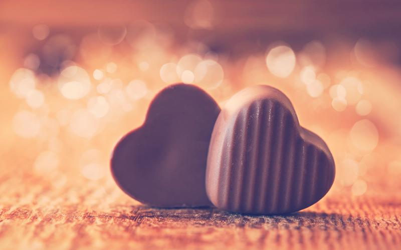 Chocolates en forma de corazón para el mes del amor y la amistad