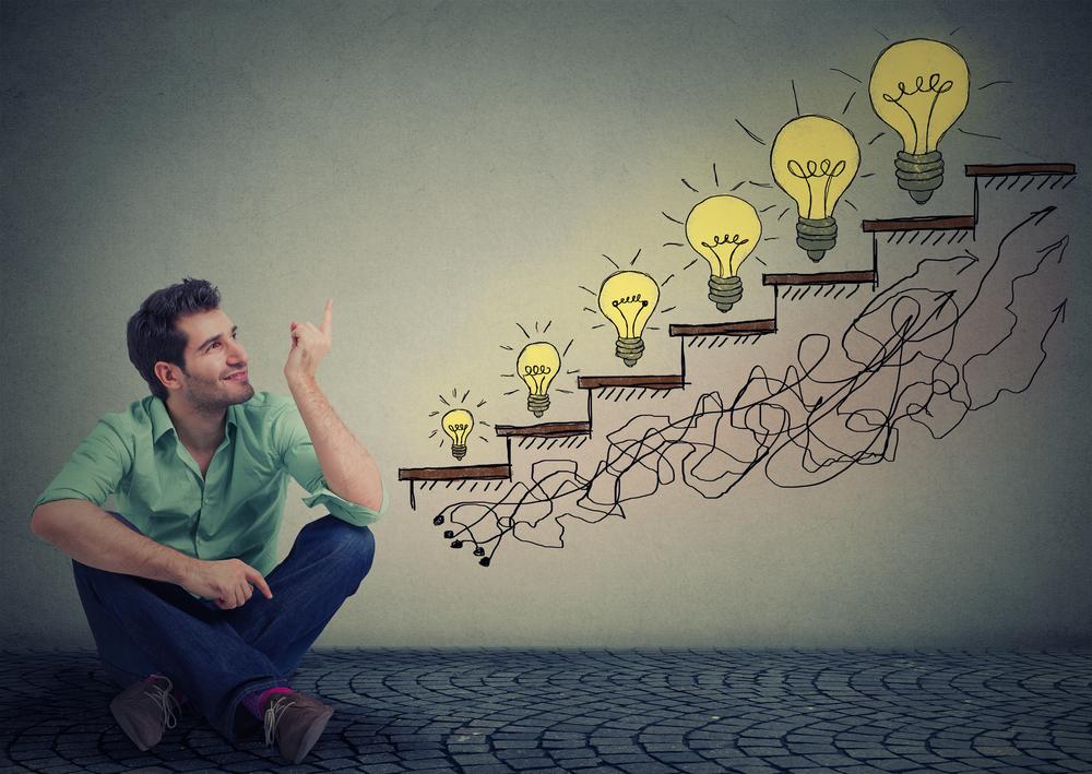 Emprendedor pensado como reinvertir sus ingresos