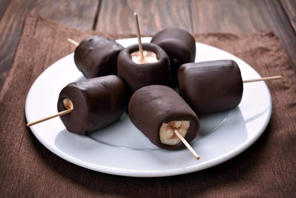 Helados de banano y cacao.