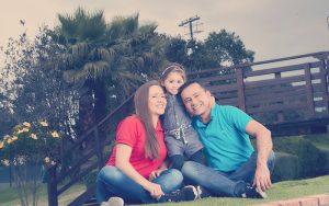 Familia colombiana en el parque