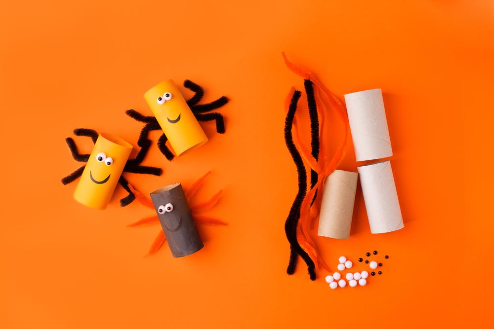 arañas realizadas con tubo de papel higiénico
