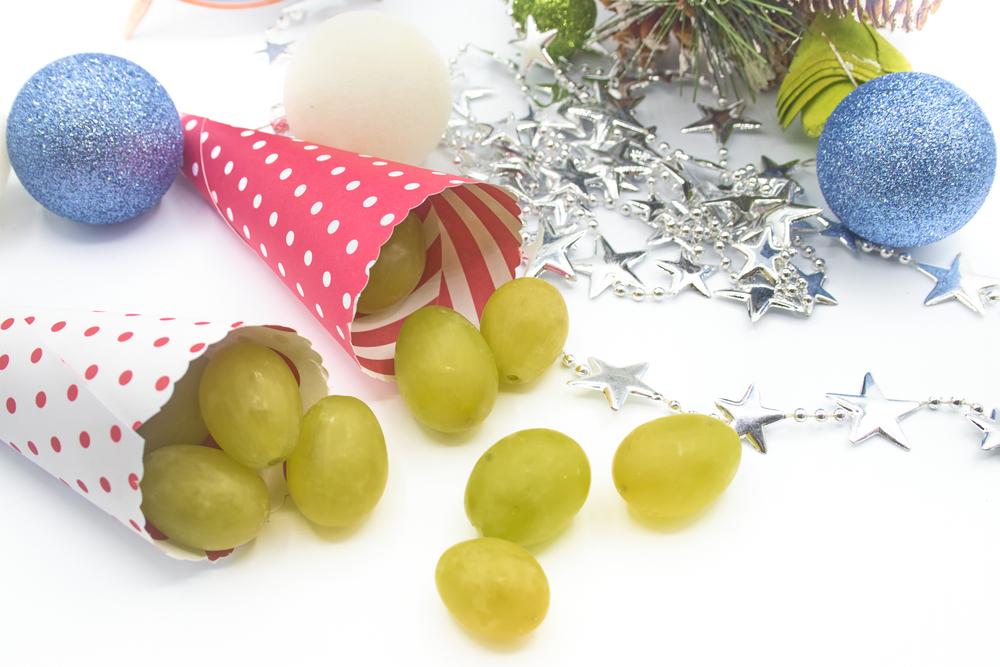 Conos rellenos de uvas verdes para Navidad