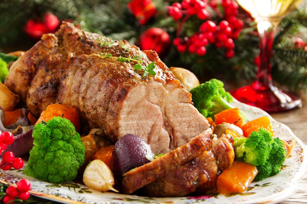cerdo asado con verduras y especias.