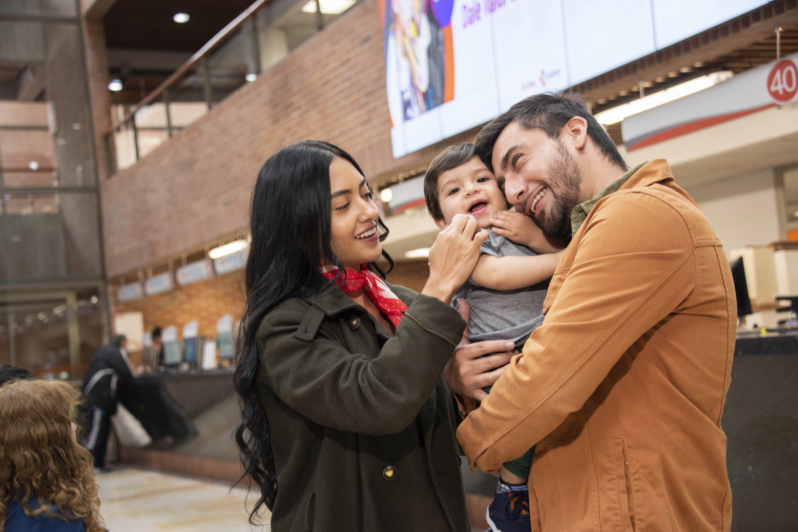 familia colombiana en Compensar