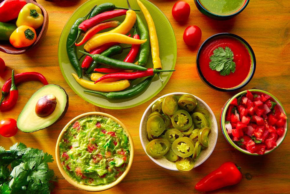 Comida mexicana mezcla guacamole nachos chile sumergir queso cheddar lémono pico de gallo