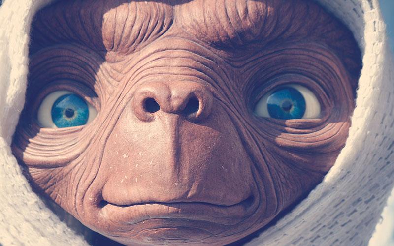 "ET - ""el extraterrestre"" personaje de Steven Spielberg"
