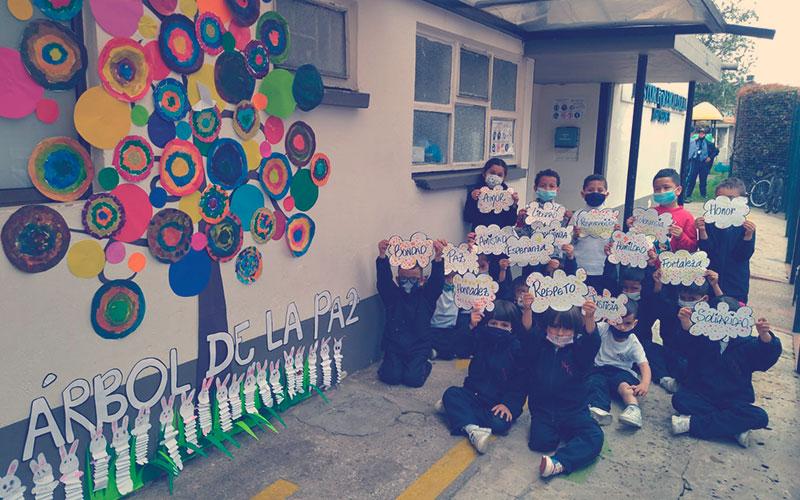 Niños realizando actividades en la Semana por la Paz en Colombia