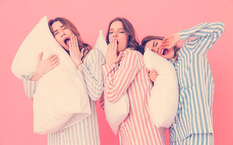 Amigas en una pijamada